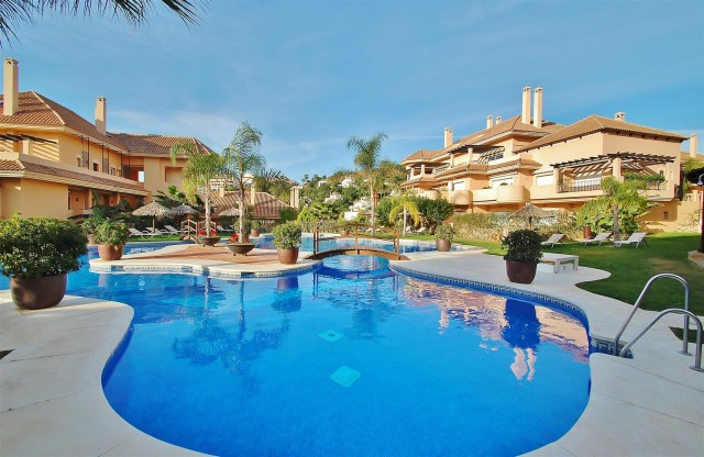 Apartment for Sale - 345.000€ - Nueva Andalucía, Costa del Sol - Ref: 5743