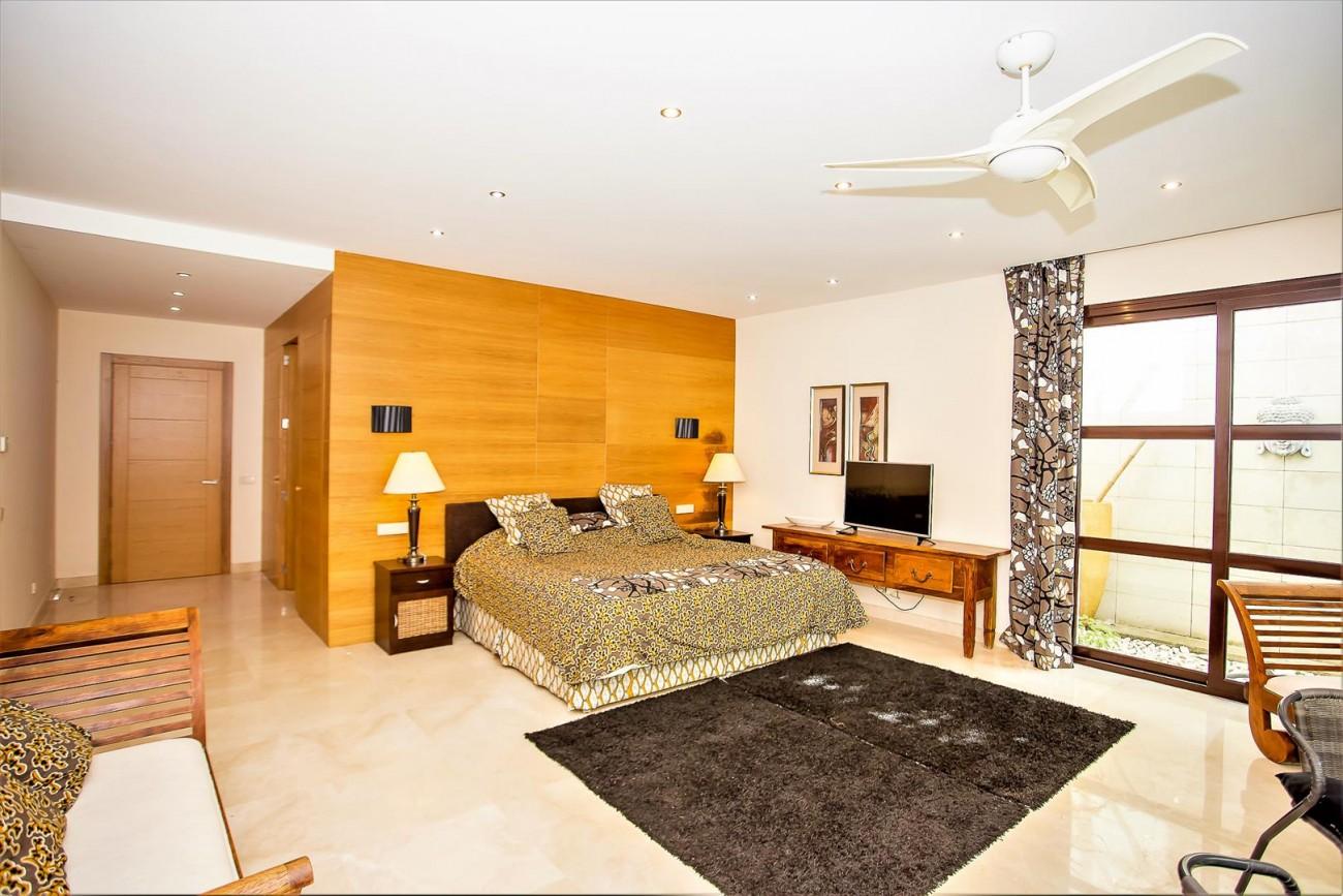 Luxury Mansion for sale Puerto Banus Marbella Spain (32) (Large)
