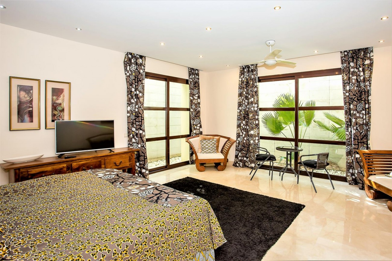 Luxury Mansion for sale Puerto Banus Marbella Spain (33) (Large)