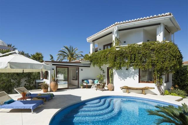 Villa for Sale - 1.500.000€ - Marbella East, Costa del Sol - Ref: 5757