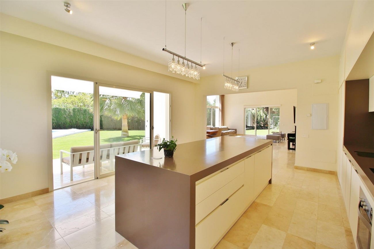 Beachside villa for rent close to Puerto Banus (4) (Large)