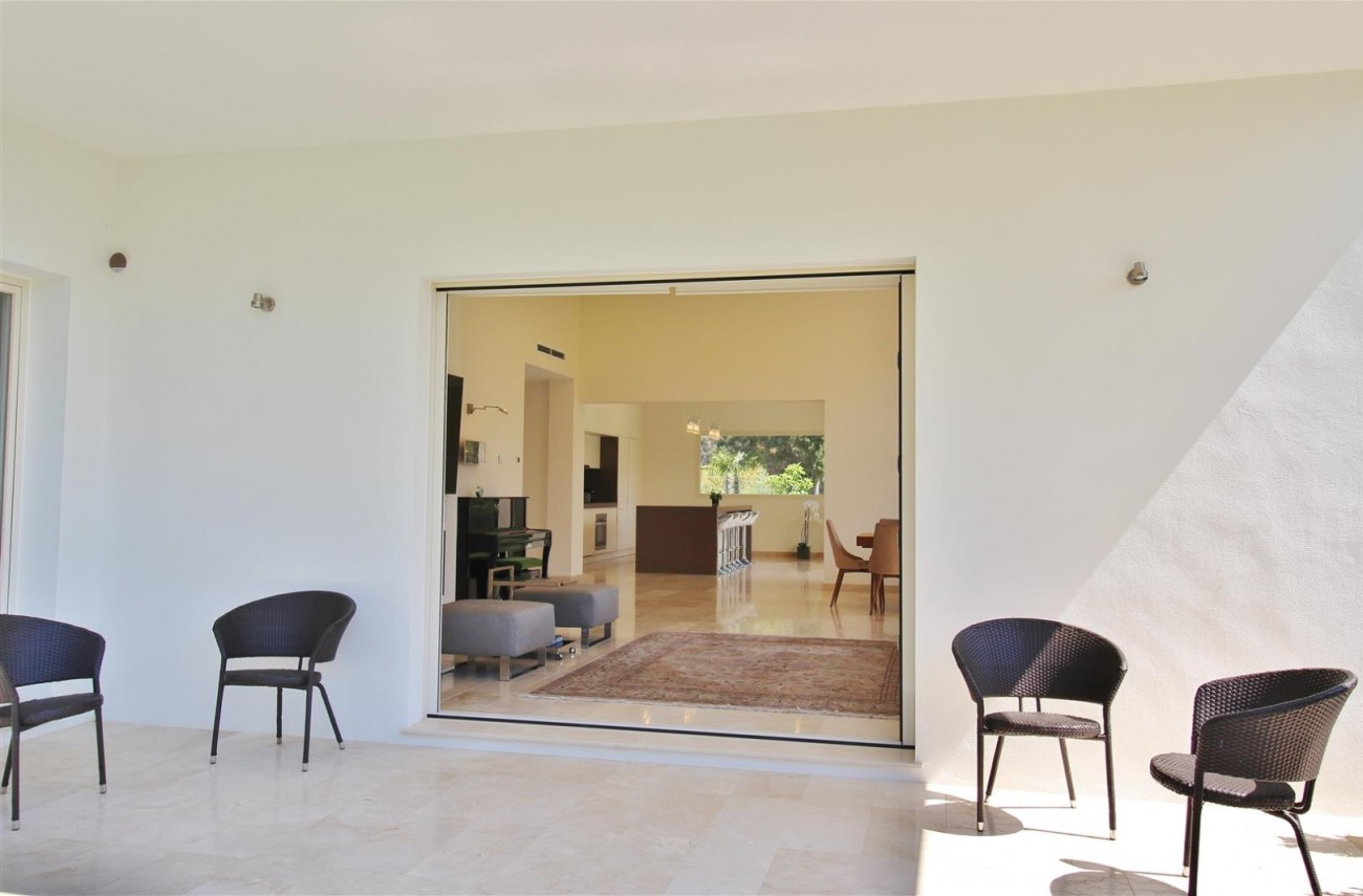 Beachside villa for rent close to Puerto Banus (11) (Large)