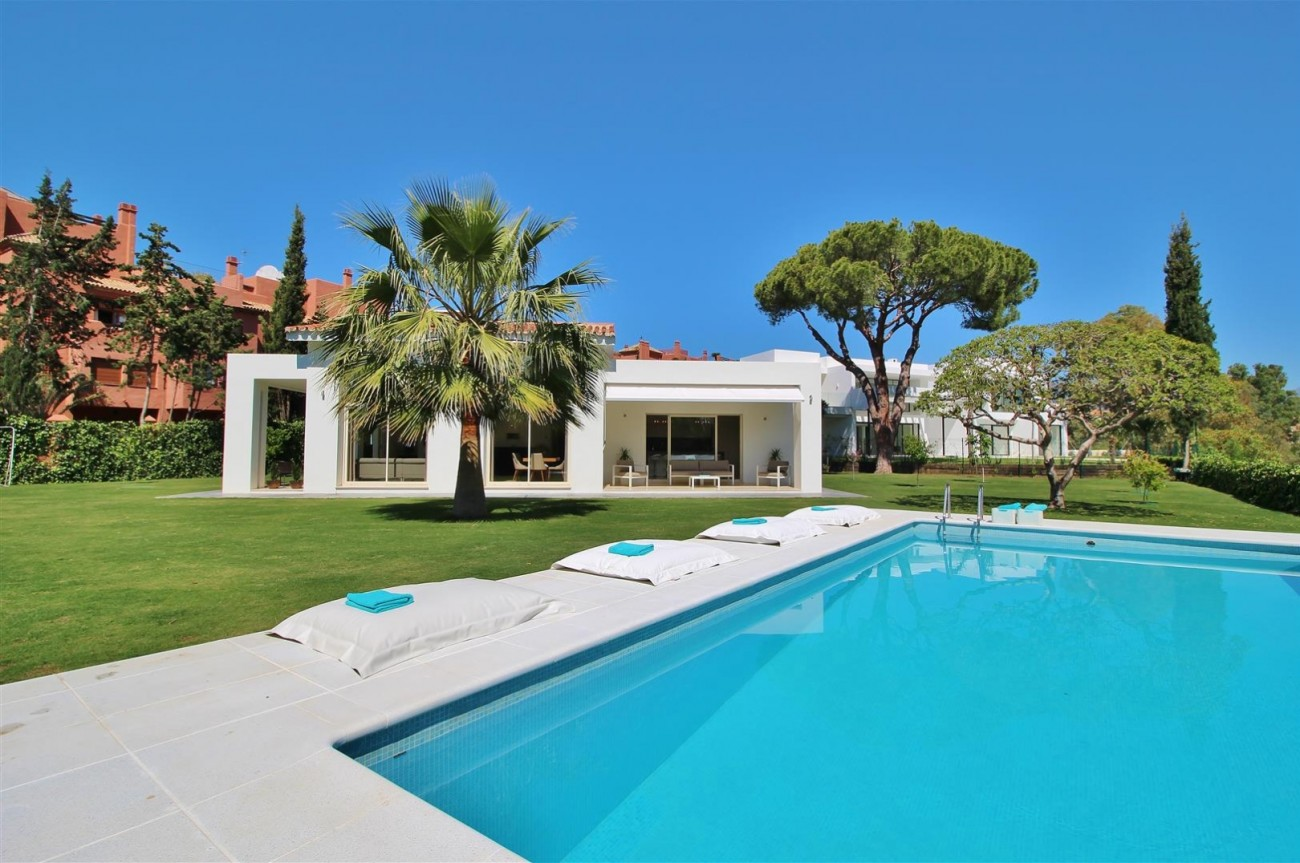 Beachside villa for rent close to Puerto Banus (20) (Large)