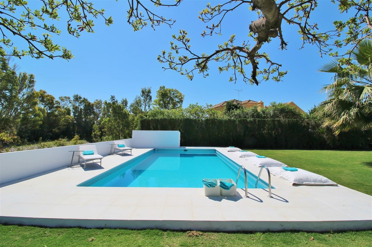 Beachside villa for rent close to Puerto Banus (26) (Large)