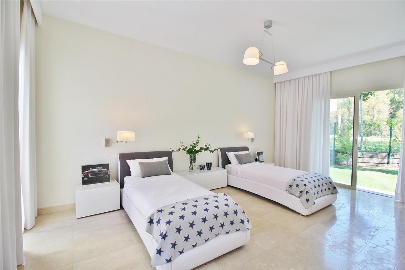 Beachside villa for rent close to Puerto Banus (41) (Large)