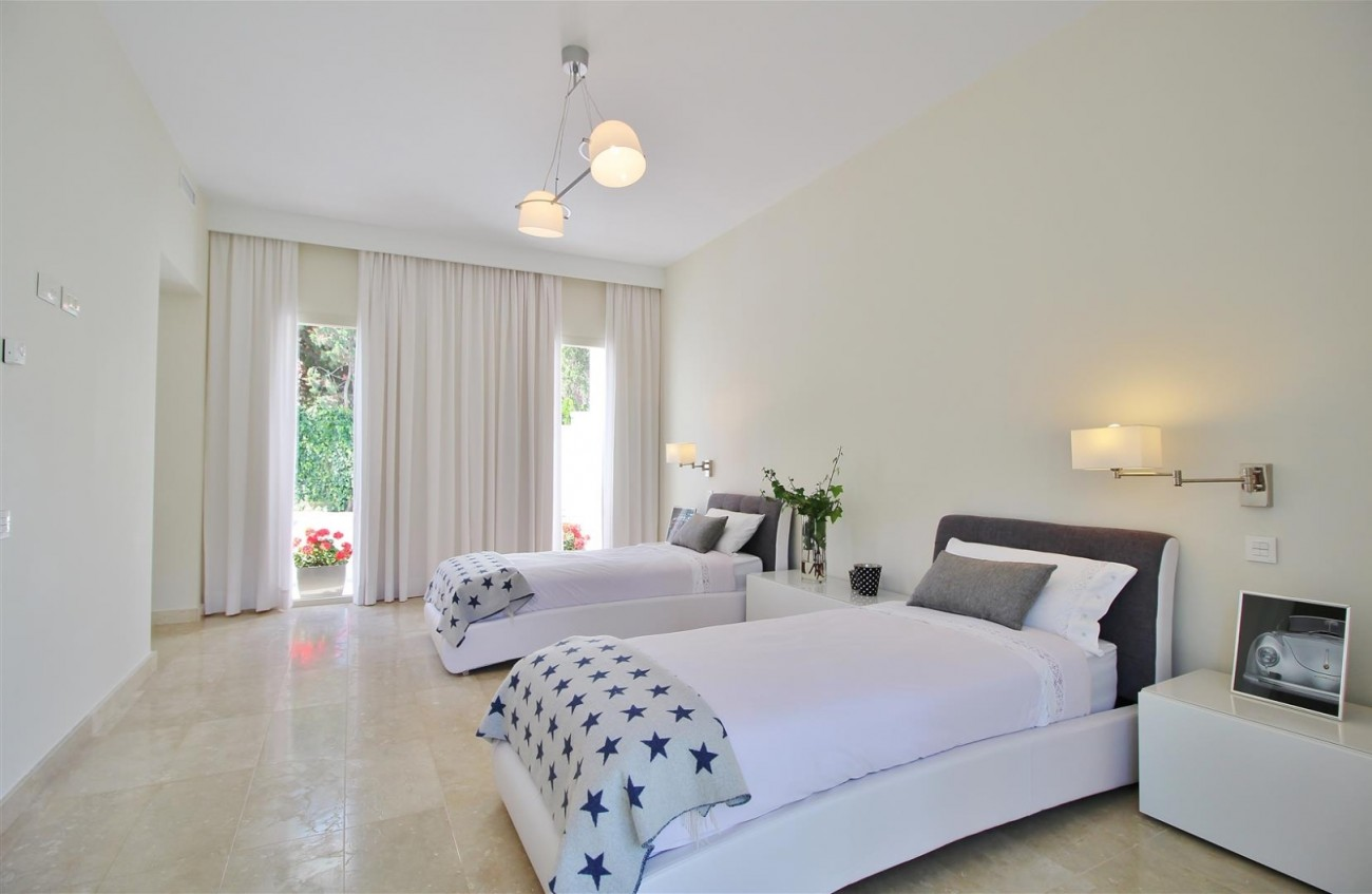 Beachside villa for rent close to Puerto Banus (43) (Large)
