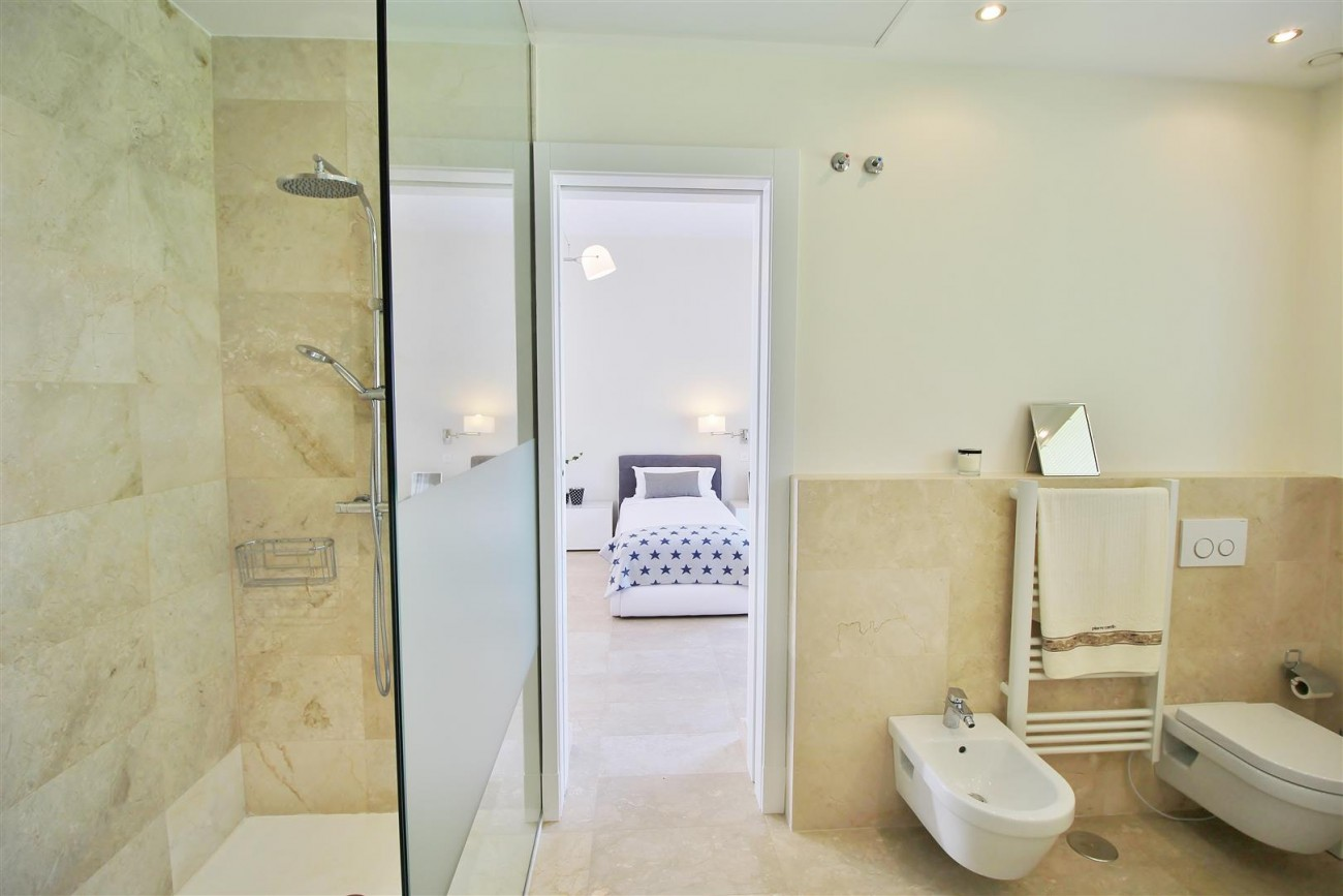 Beachside villa for rent close to Puerto Banus (45) (Large)