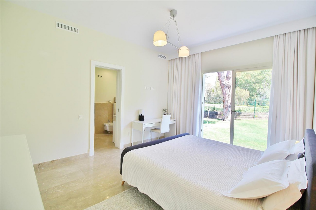 Beachside villa for rent close to Puerto Banus (47) (Large)