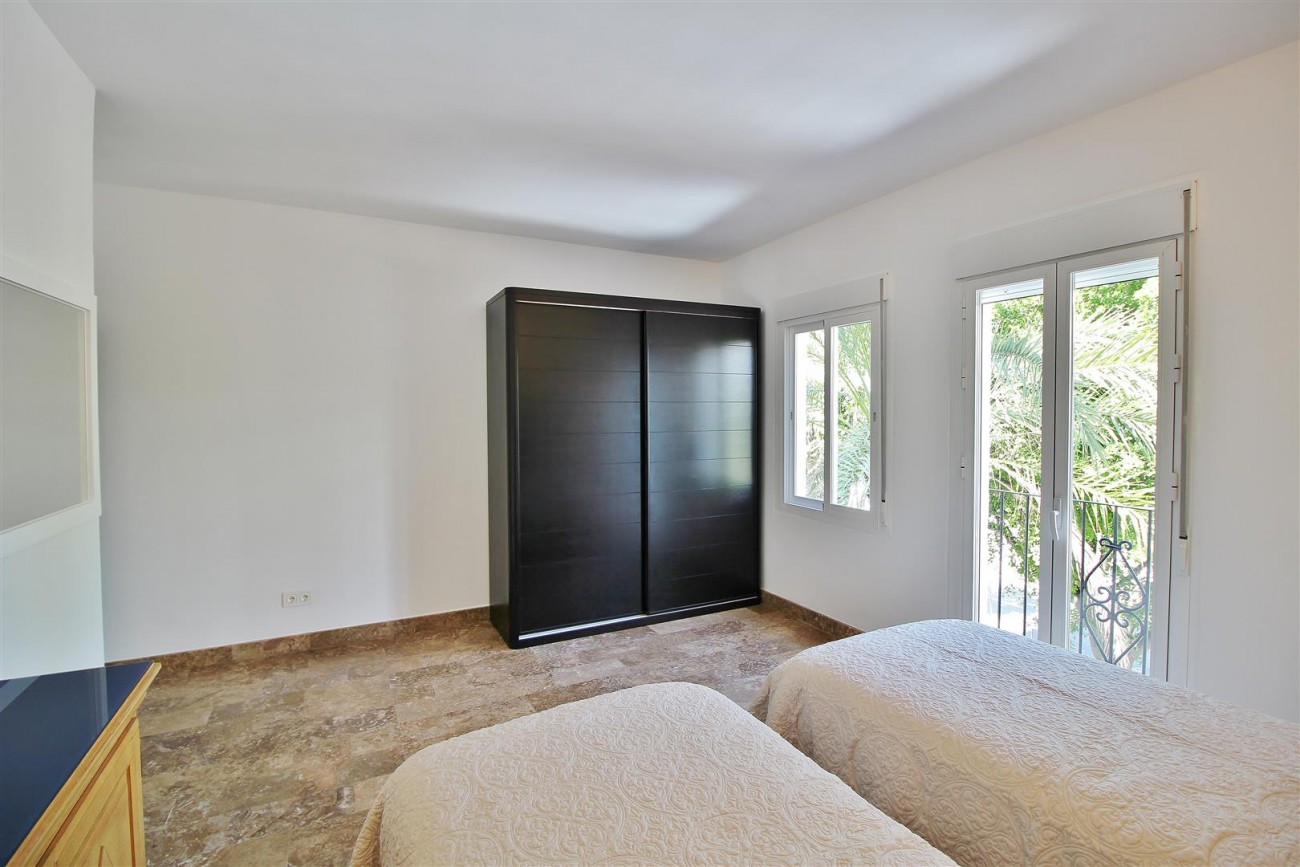 Elegant Apartment for rent Puerto Banus Marbella Spain (14) (Large)