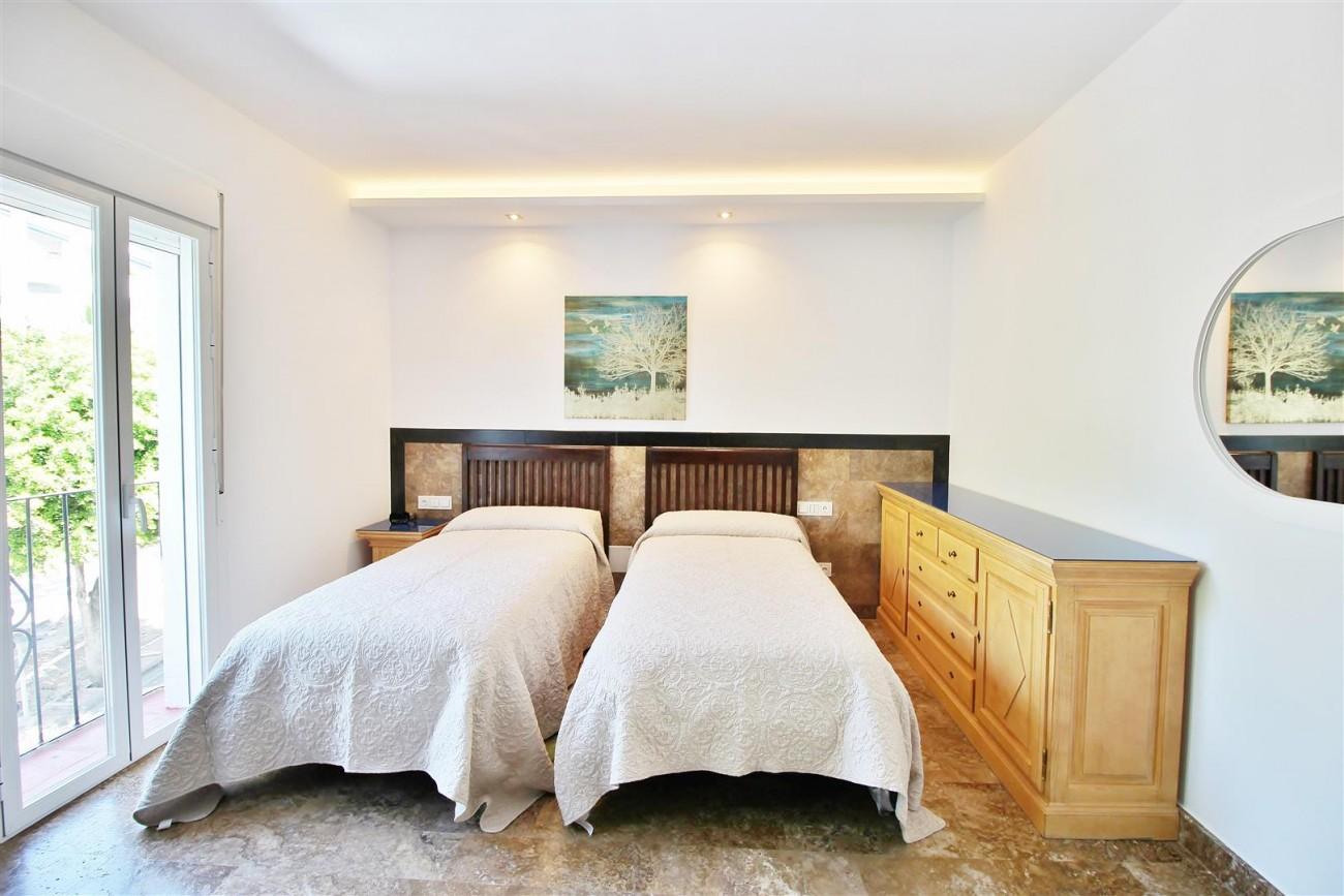 Elegant Apartment for rent Puerto Banus Marbella Spain (16) (Large)