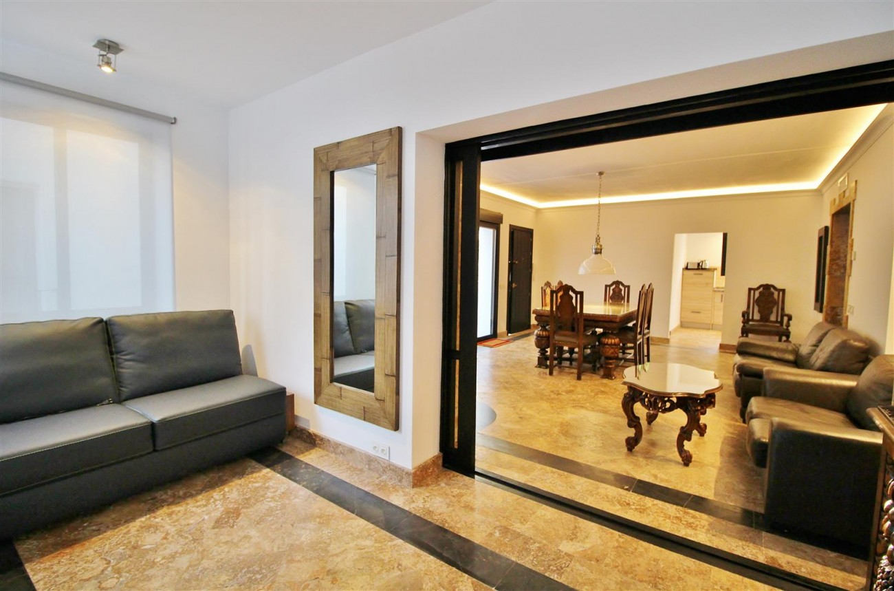 Ample 3 Bedrooms Apartment for Rent Puerto Banus Marbella (2) (Large)