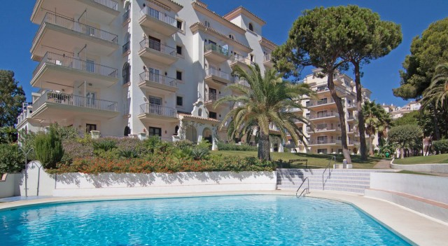 Apartment for Sale - 495.000€ - Puerto Banús, Costa del Sol - Ref: 5760