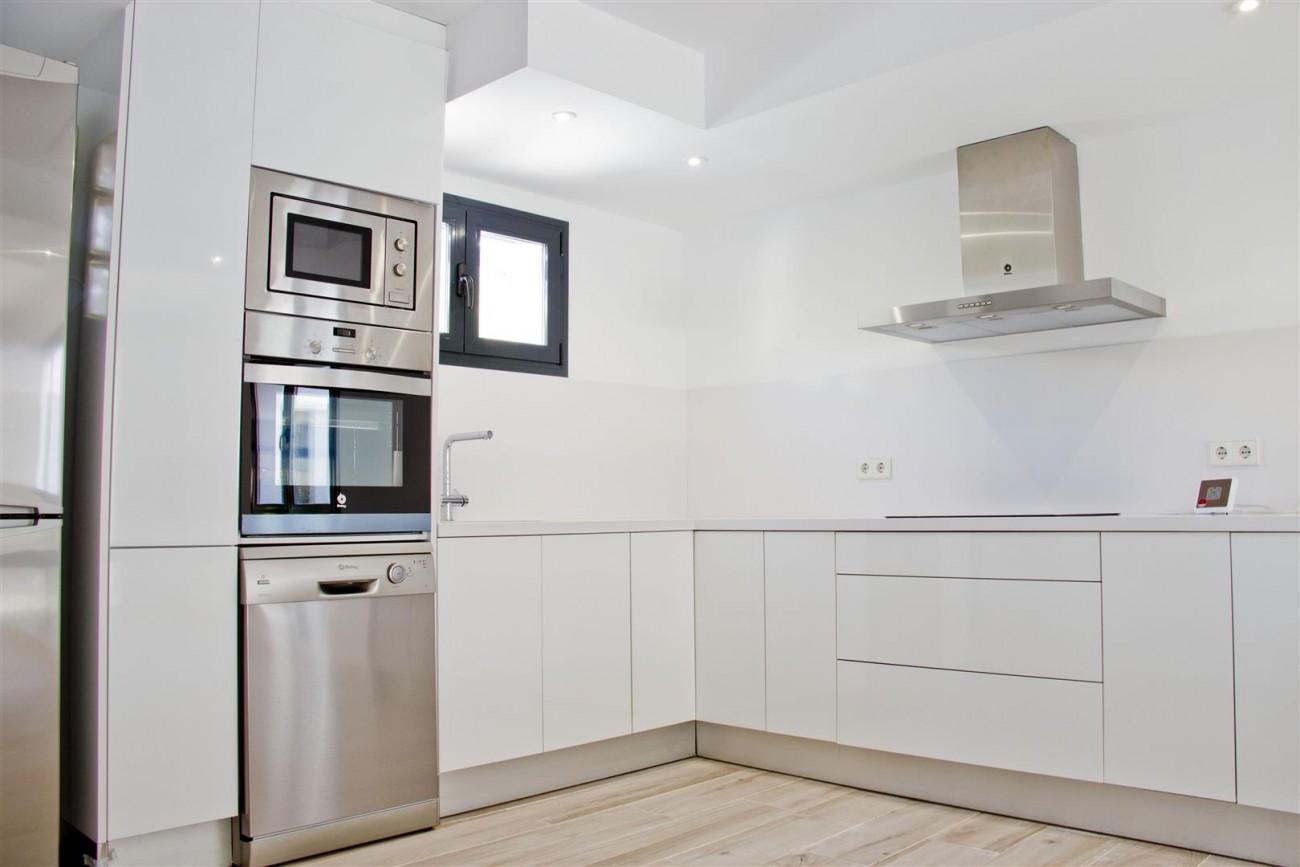 Modern Villa for sale Close to Puerto Banus Marbella Spain (3) (Large)
