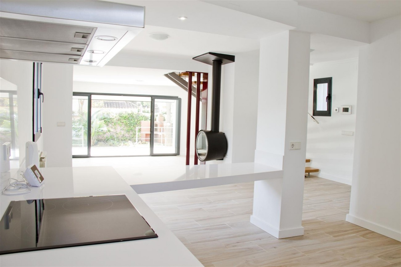 Modern Villa for sale Close to Puerto Banus Marbella Spain (4) (Large)