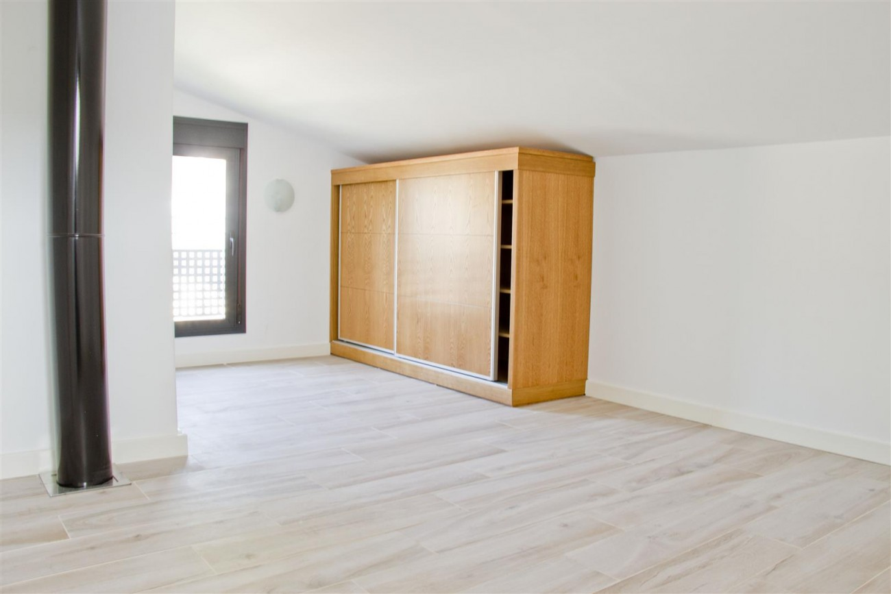 Modern Villa for sale Close to Puerto Banus Marbella Spain (8) (Large)