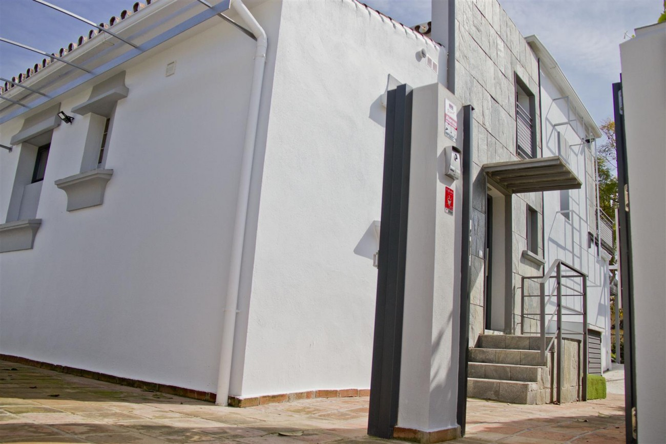 Modern Villa for sale Close to Puerto Banus Marbella Spain (13) (Large)