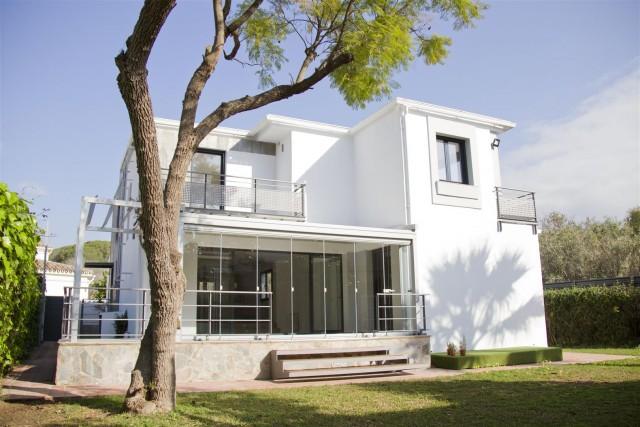 Villa for Sale - 950.000€ - Nueva Andalucía, Costa del Sol - Ref: 5763