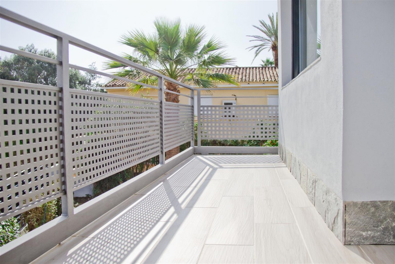 Modern Villa for sale Close to Puerto Banus Marbella Spain (27) (Large)