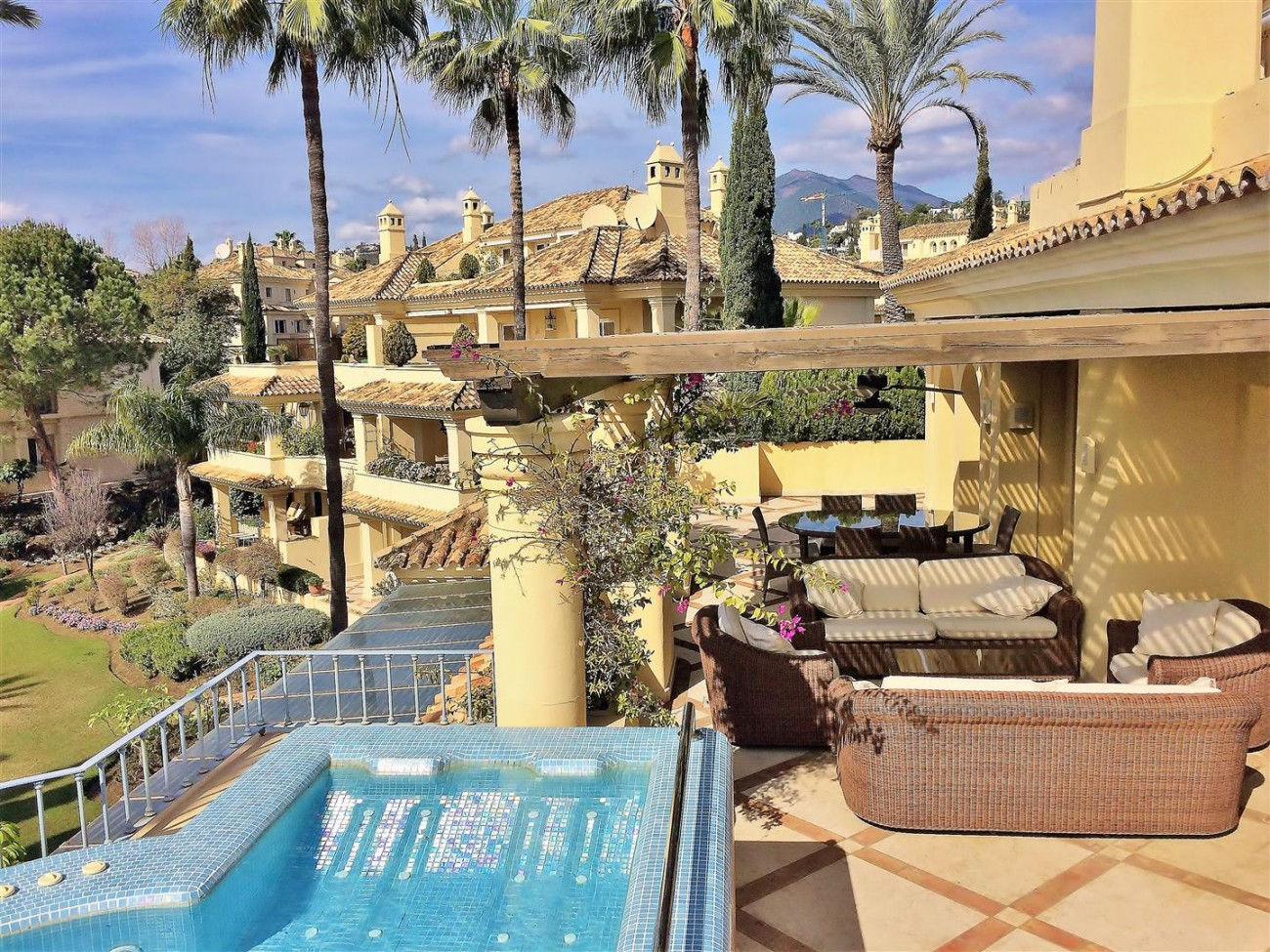 Penthouse for sale Las Alamandas Nueva Andalucia Marbella Spain (22) (Large)