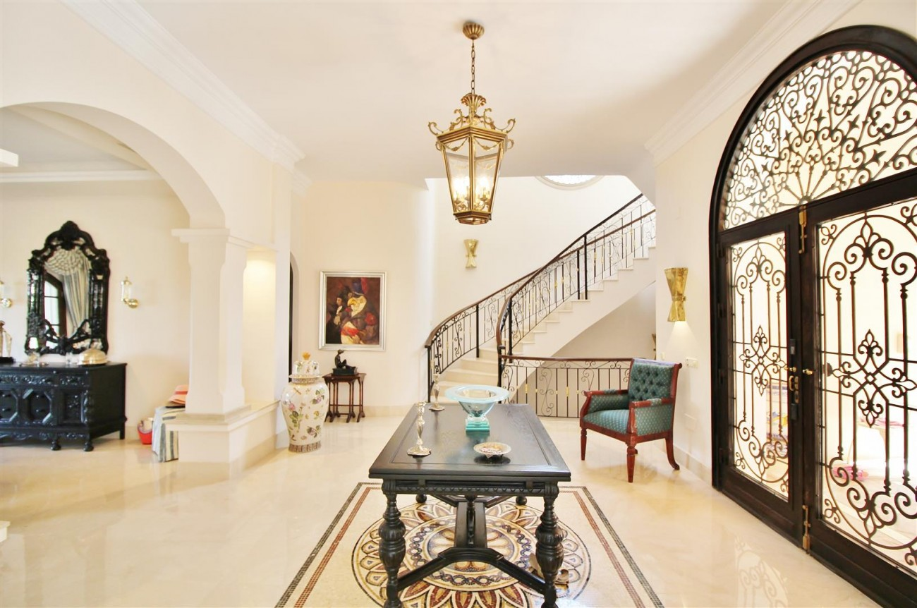 Luxury Frontline Villa for sale  Marbella East (7) (Large)