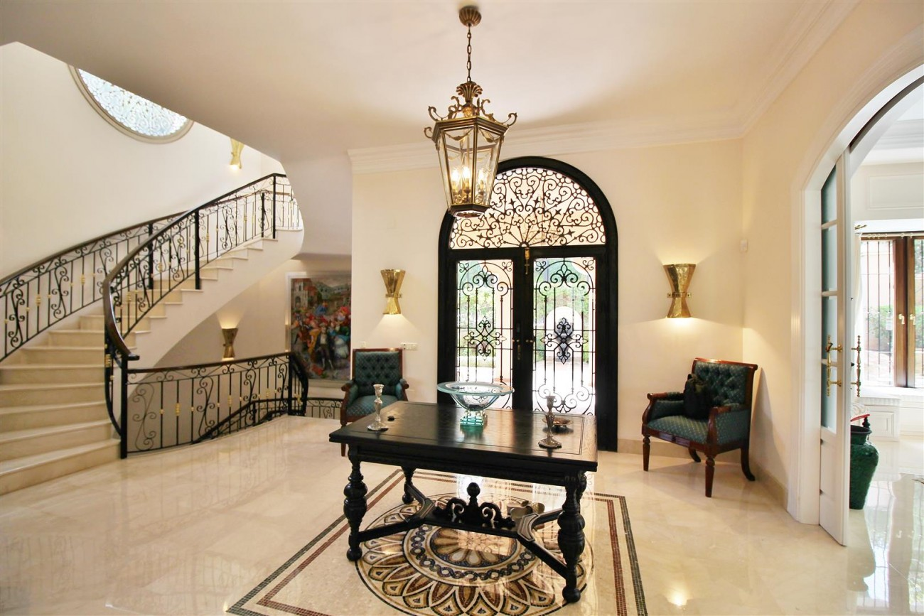 Luxury Frontline Villa for sale  Marbella East (11) (Large)