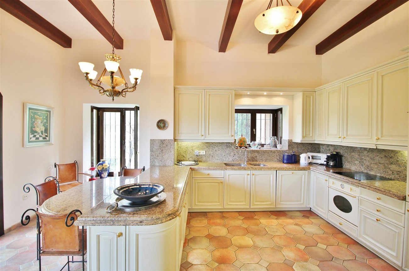 Luxury Frontline Villa for sale  Marbella East (15) (Large)