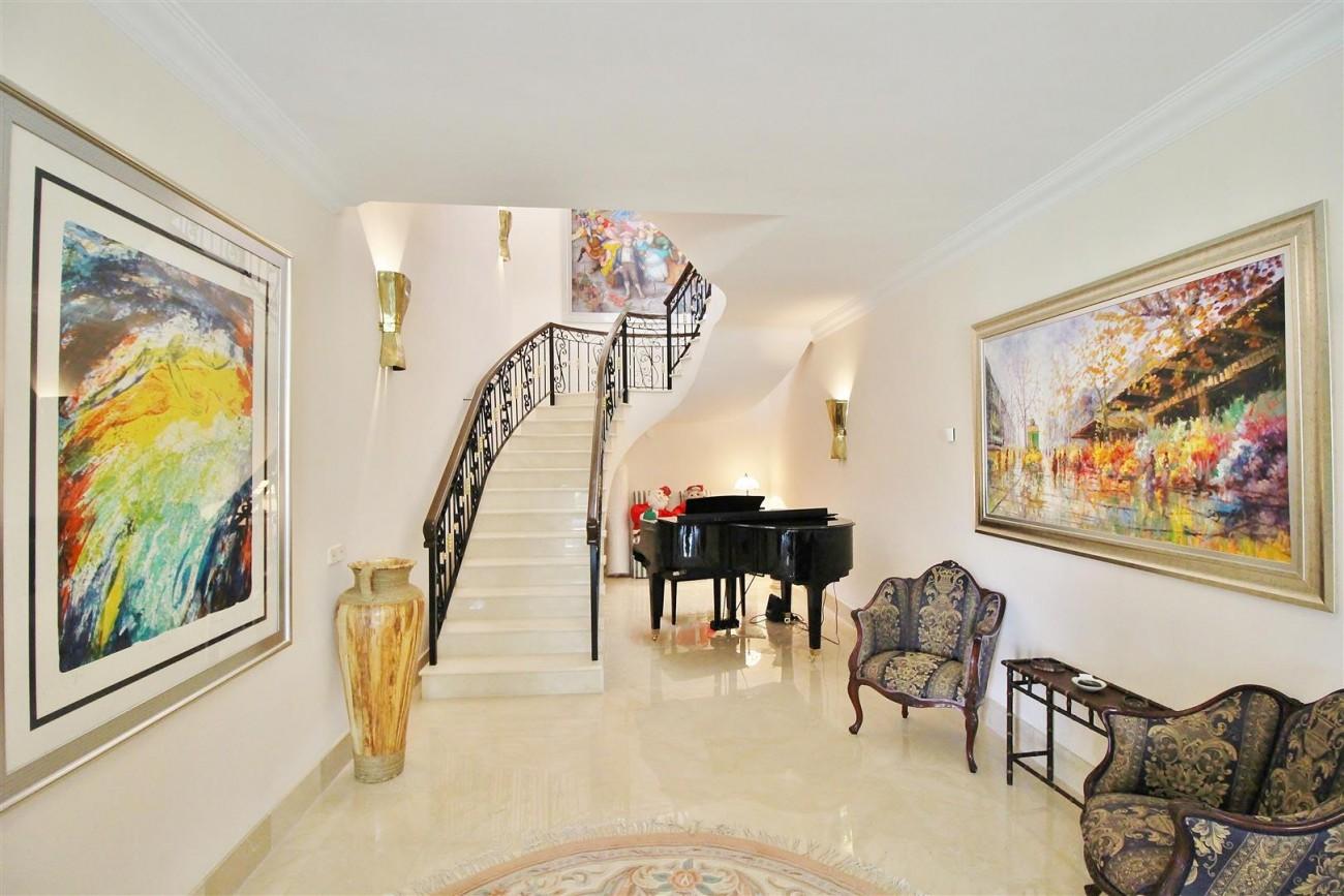 Luxury Frontline Villa for sale  Marbella East (22) (Large)