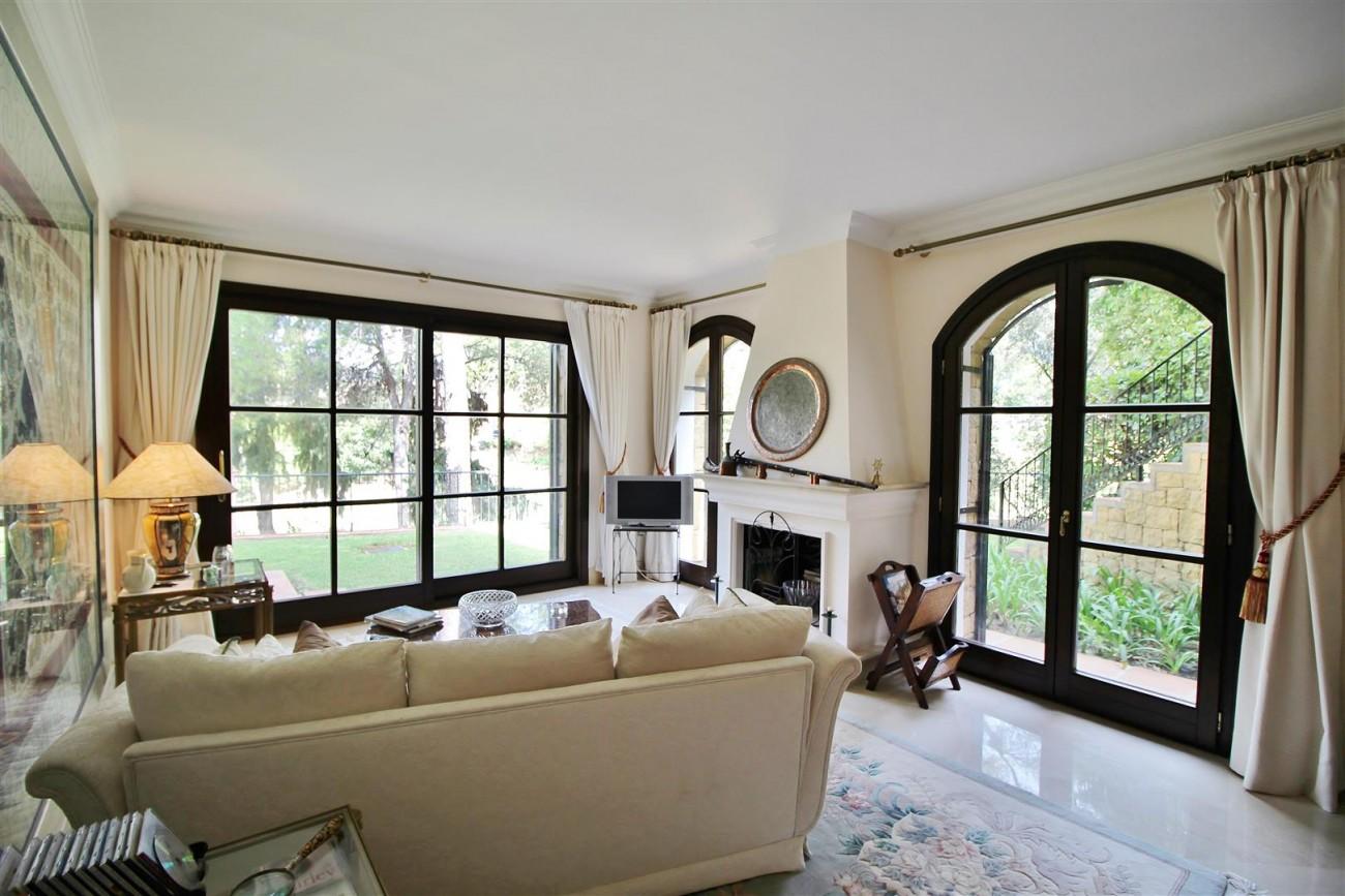 Luxury Frontline Villa for sale  Marbella East (24) (Large)