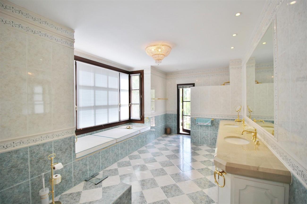 Luxury Frontline Villa for sale  Marbella East (32) (Large)