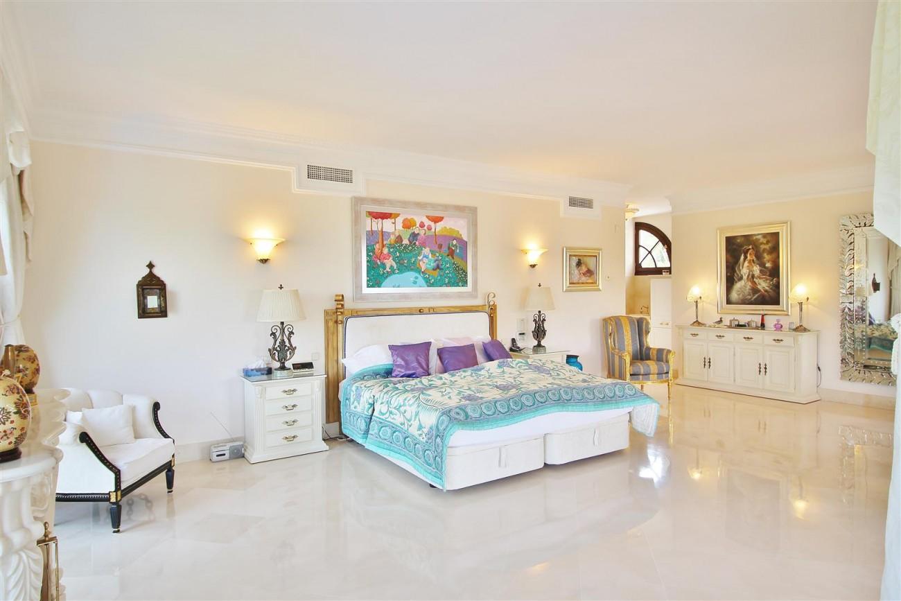 Luxury Frontline Villa for sale  Marbella East (34) (Large)