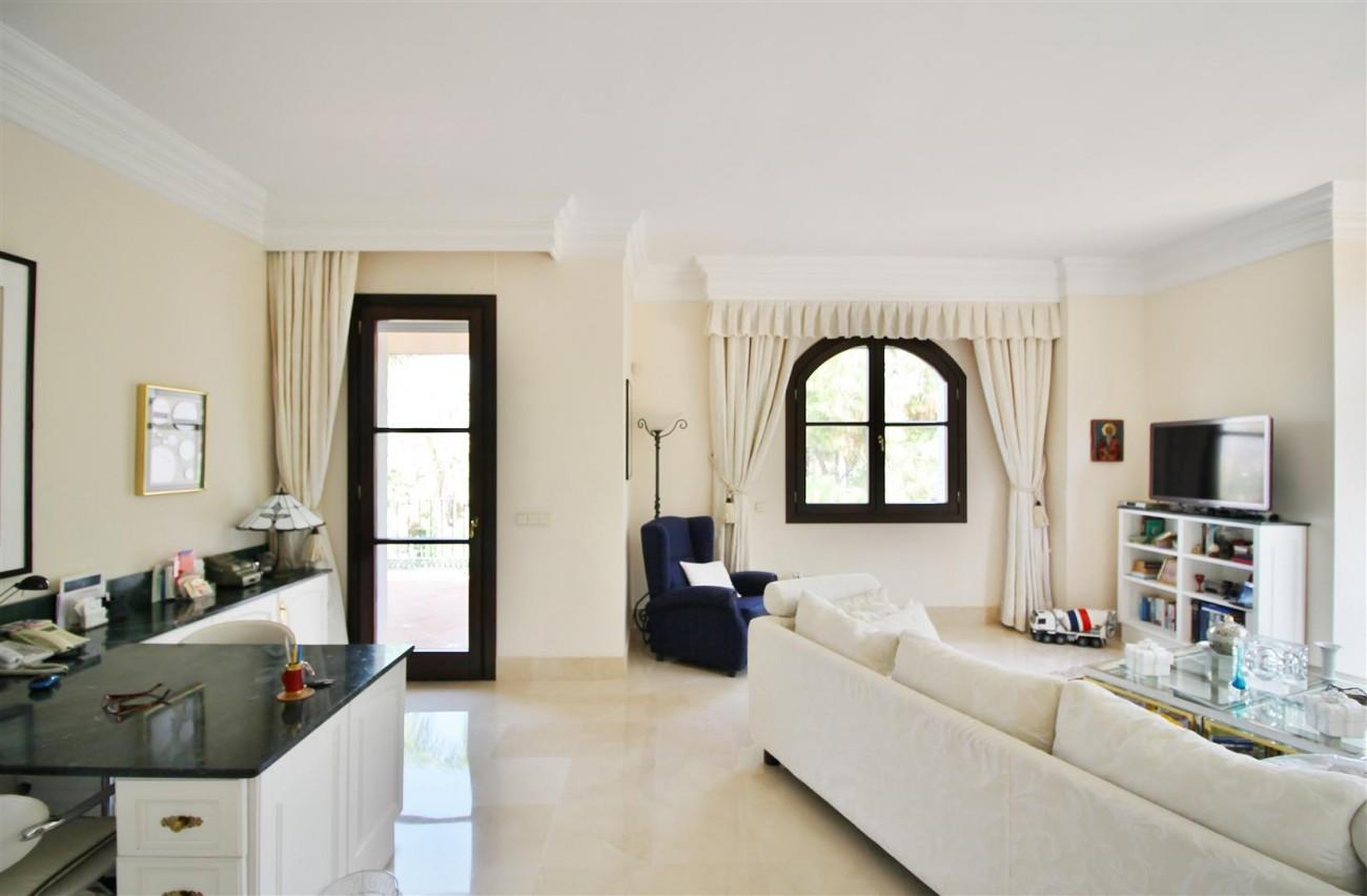 Luxury Frontline Villa for sale  Marbella East (40) (Large)