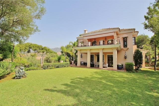 Villa for Sale - 2.100.000€ - Marbella East, Costa del Sol - Ref: 5772