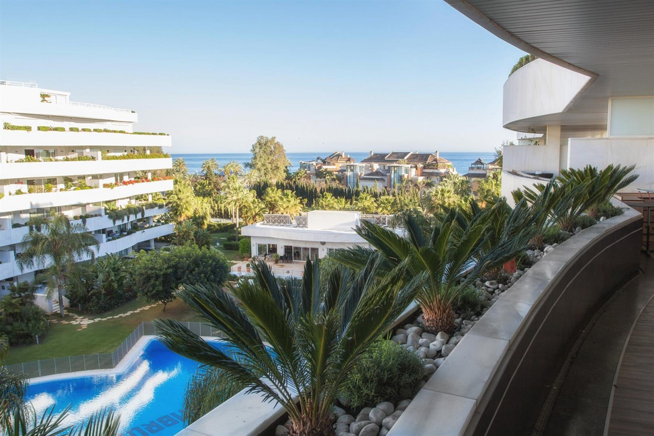Luxury 2 bedrooms Apartment for sale Puerto Banus Marbella Spain (11) (Large)