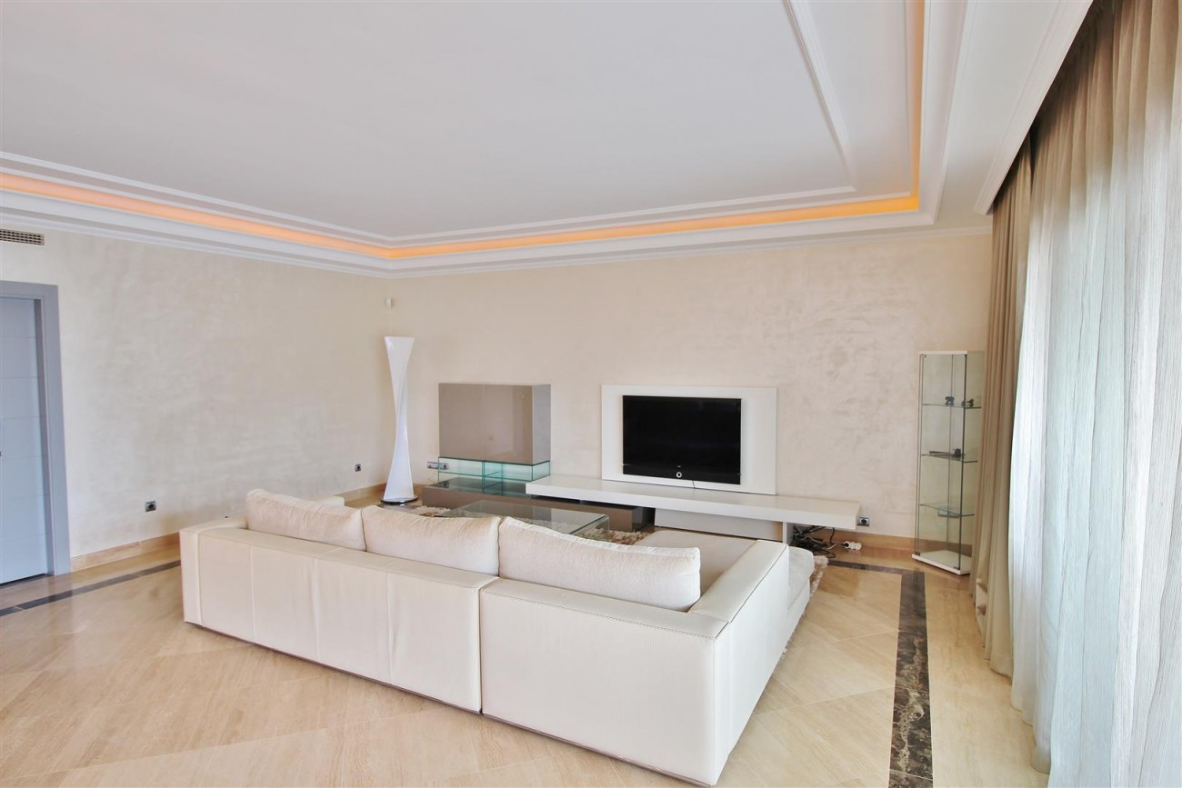 Luxury 2 Beds apartment for sale Puerto Banus Marbella Spain (1) (Large)