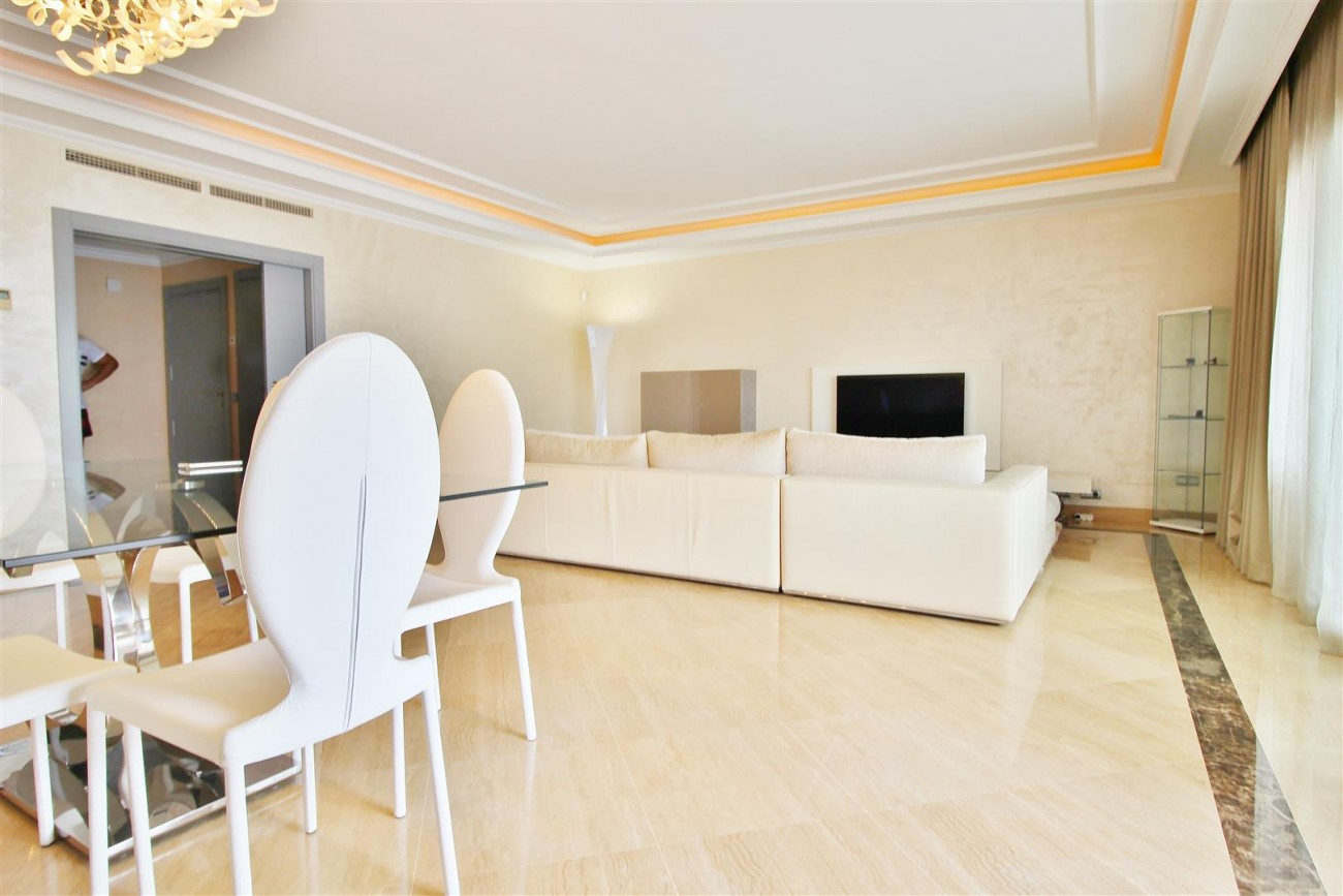 Luxury 2 Beds apartment for sale Puerto Banus Marbella Spain (5) (Large)