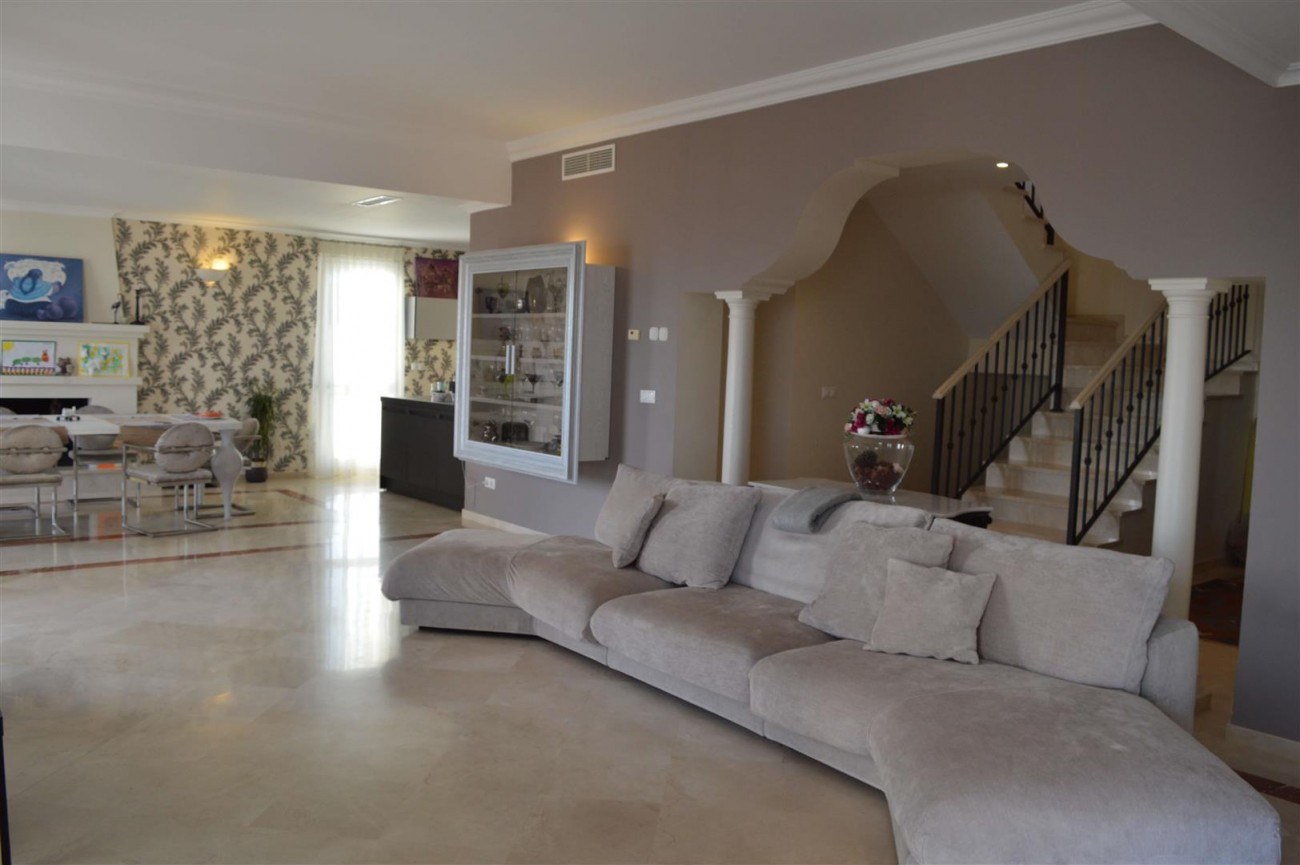 Elegant villa for sale close to Puerto Banus (3) (Large)