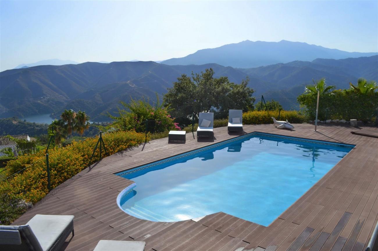 Elegant villa for sale close to Puerto Banus (7) (Large)