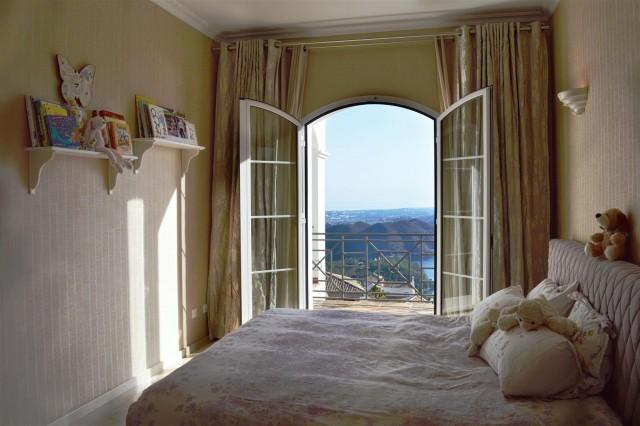 Elegant villa for sale close to Puerto Banus (9) (Large)