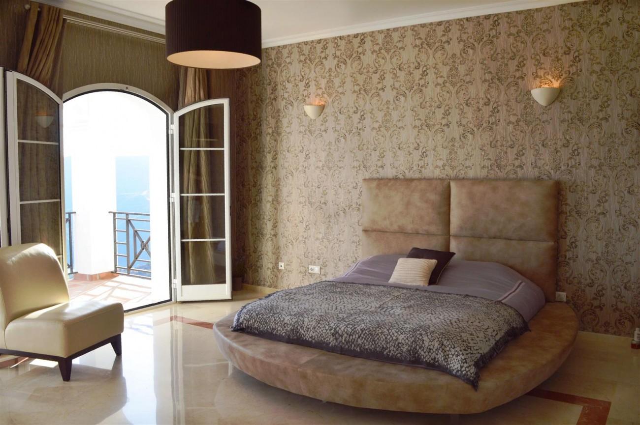 Elegant villa for sale close to Puerto Banus (10) (Large)