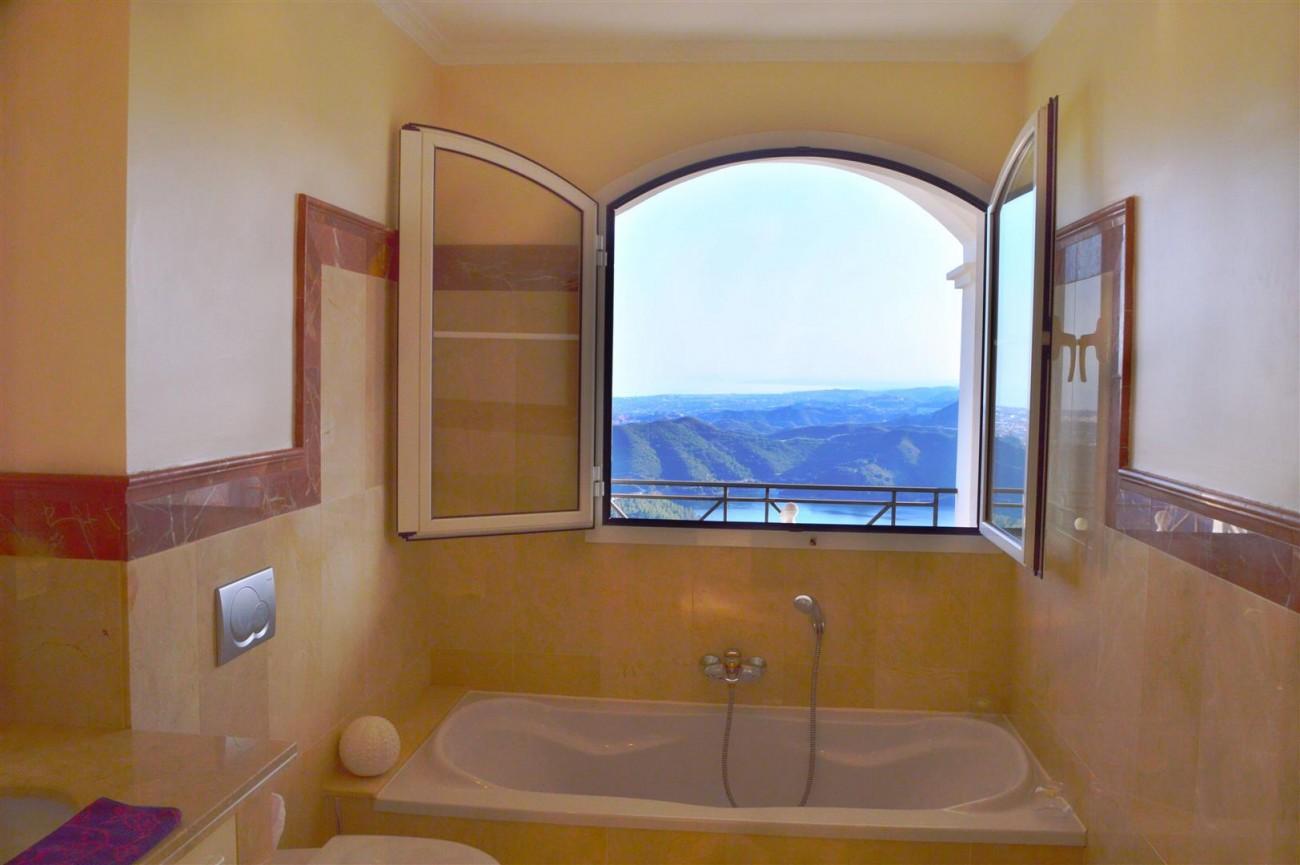 Elegant villa for sale close to Puerto Banus (11) (Large)