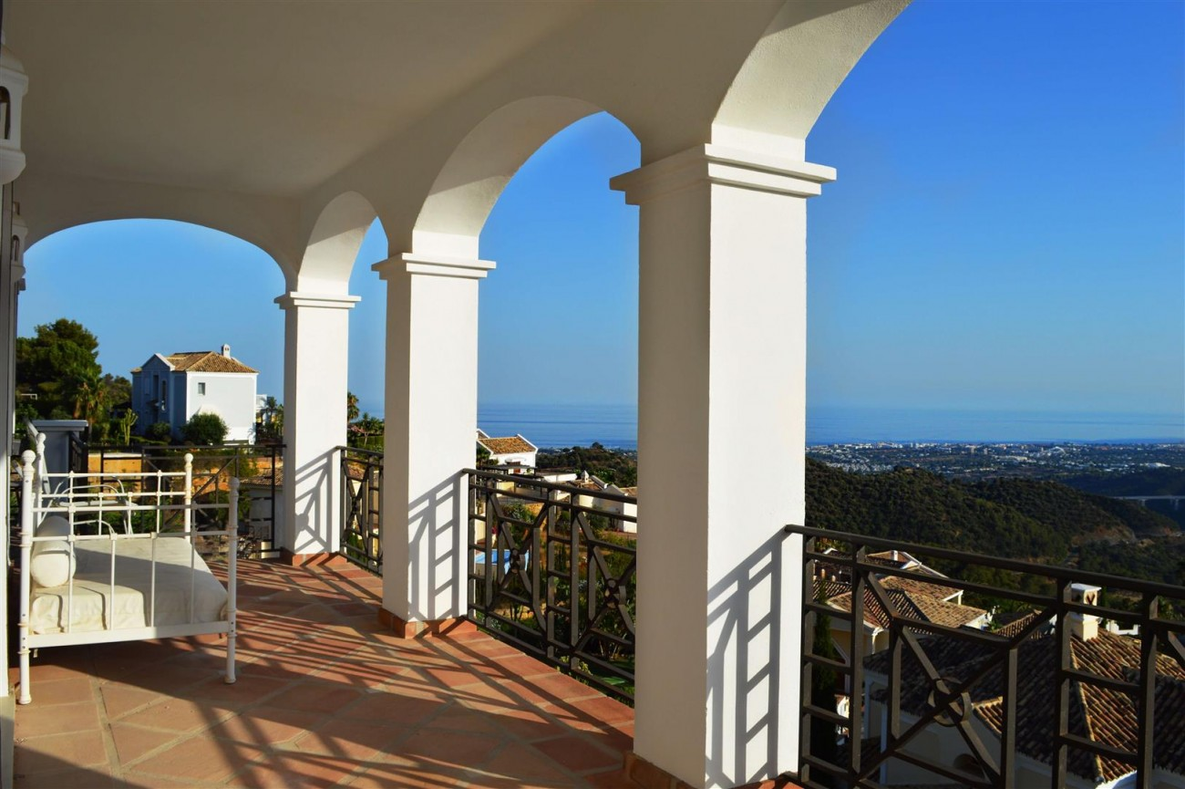 Elegant villa for sale close to Puerto Banus (12) (Large)