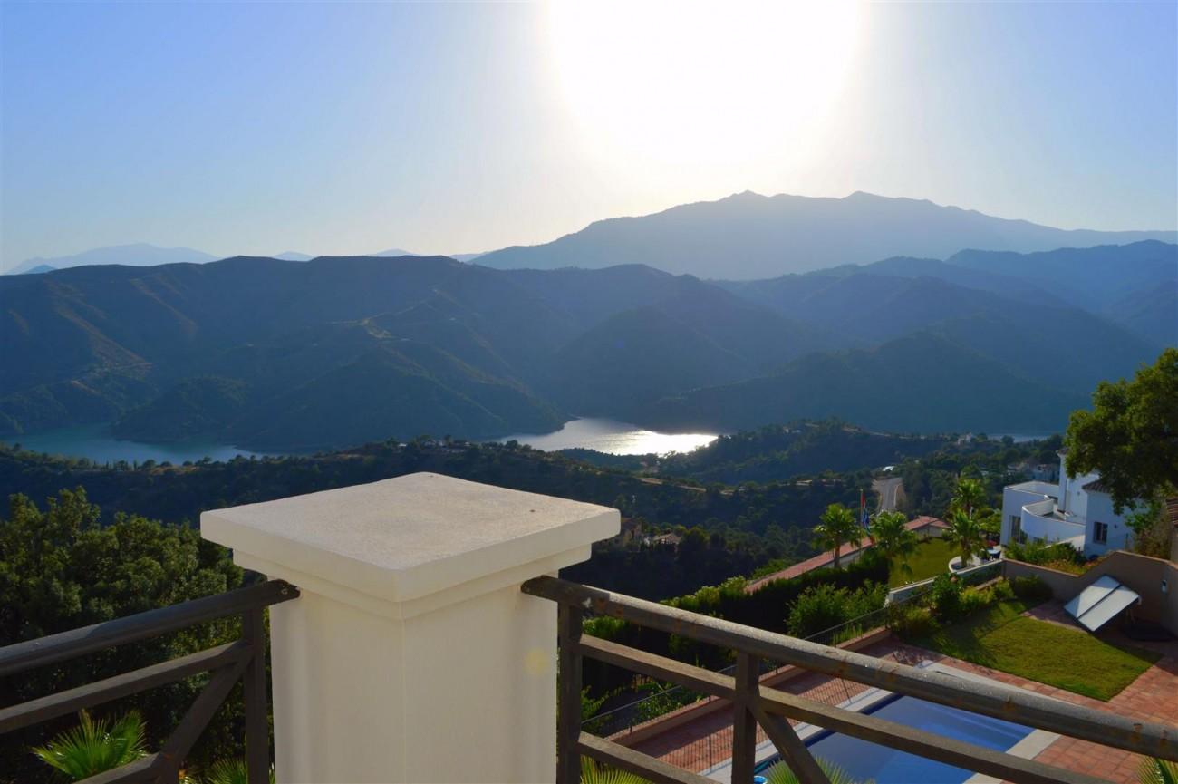 Elegant villa for sale close to Puerto Banus (13) (Large)