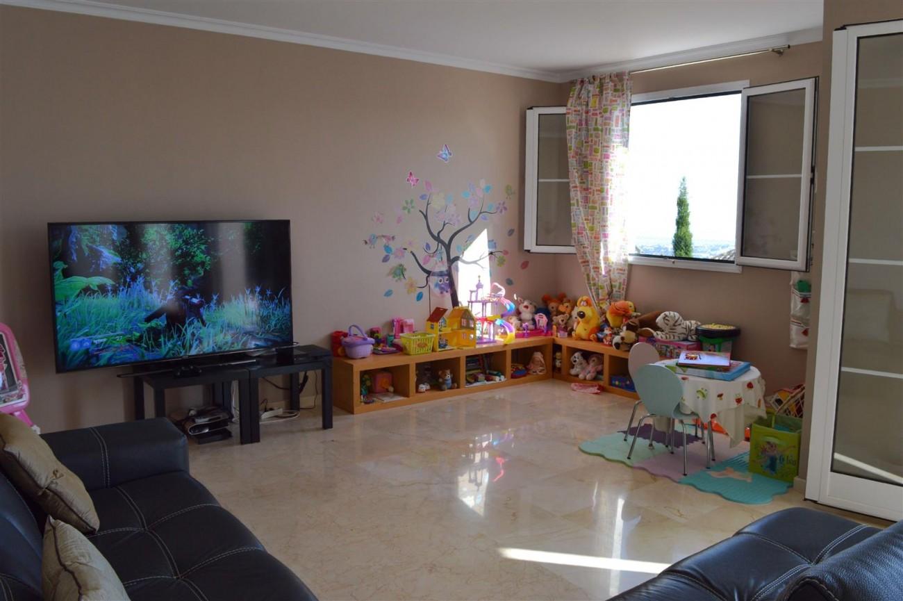 Elegant villa for sale close to Puerto Banus (15) (Large)