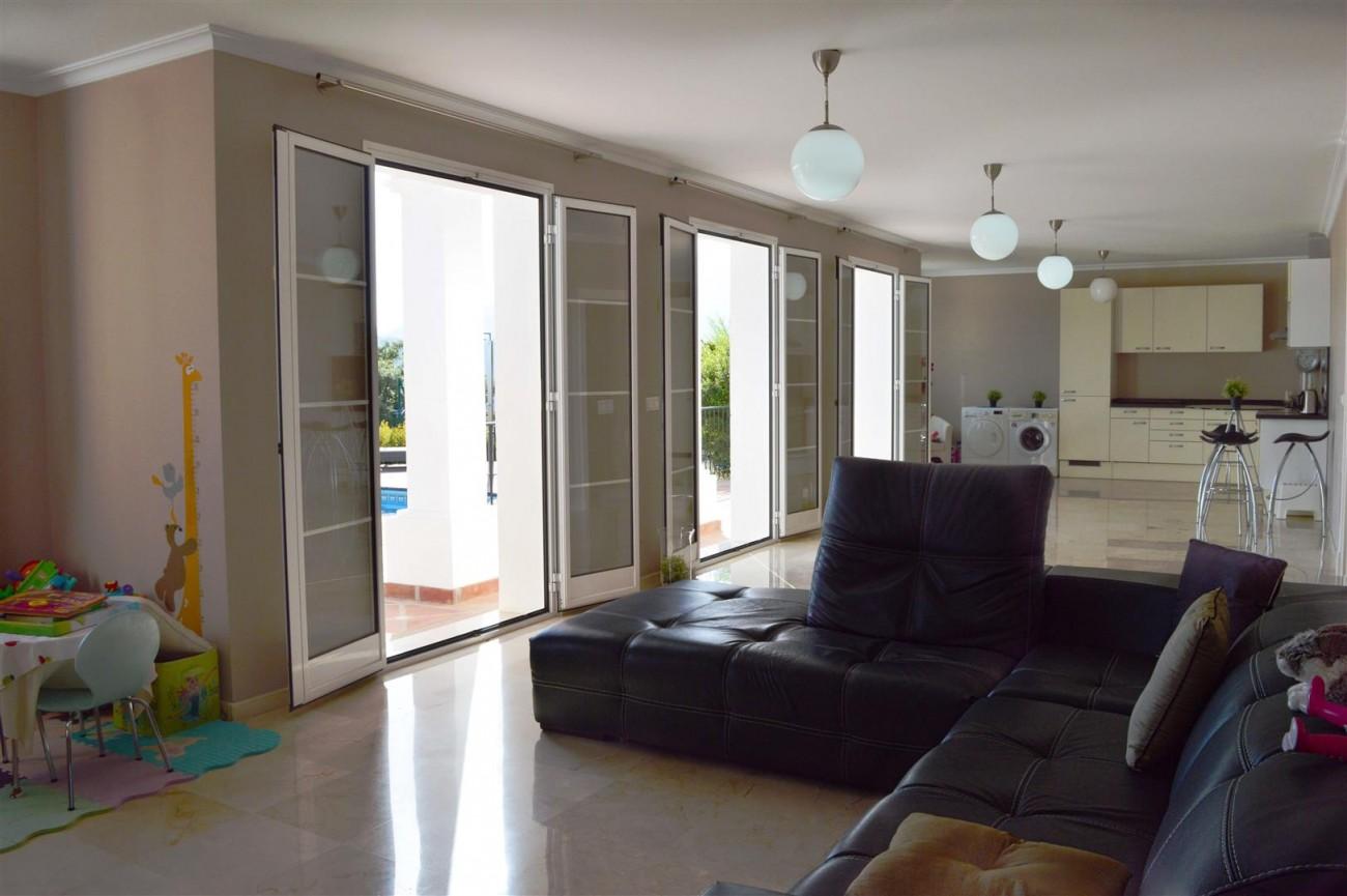 Elegant villa for sale close to Puerto Banus (16) (Large)