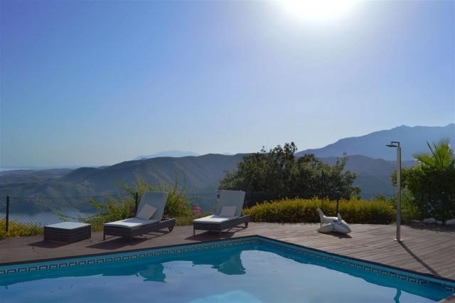 Elegant villa for sale close to Puerto Banus (20) (Large)