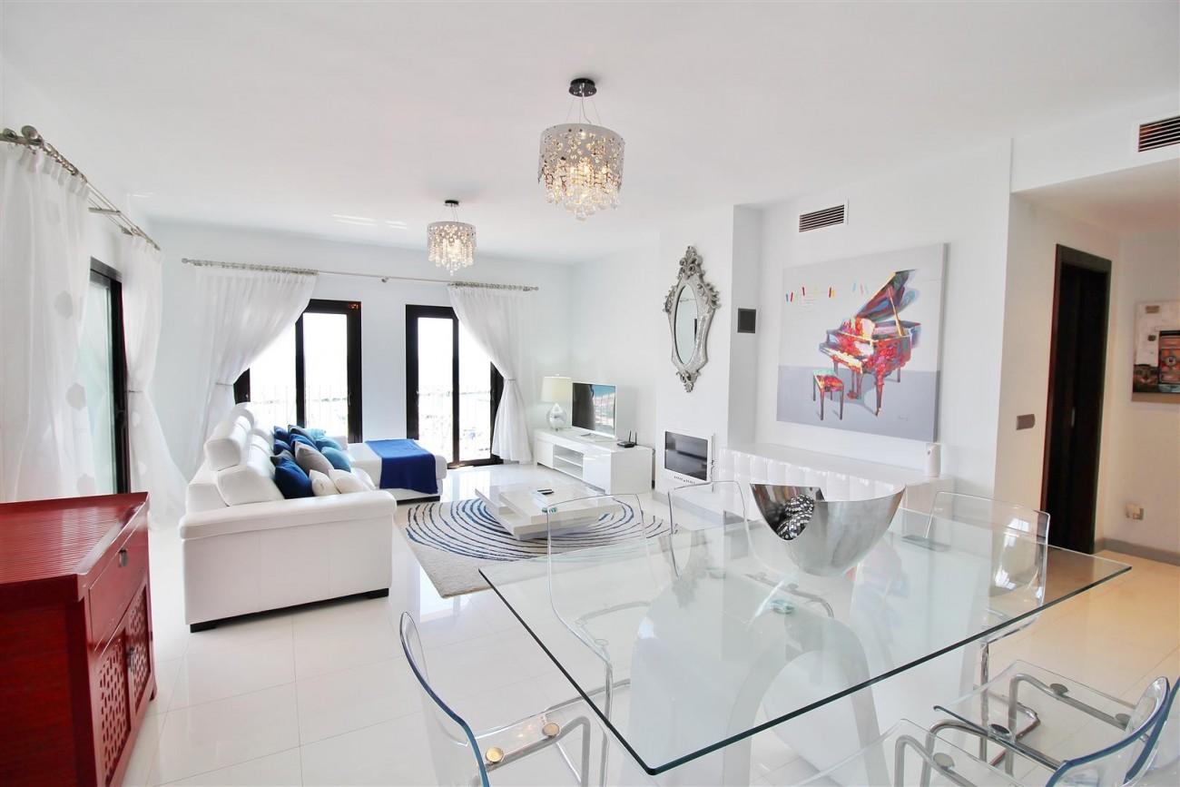Luxury Modern Style Apartment for sale Puerto Banus Marbella Spain (5) (Large)