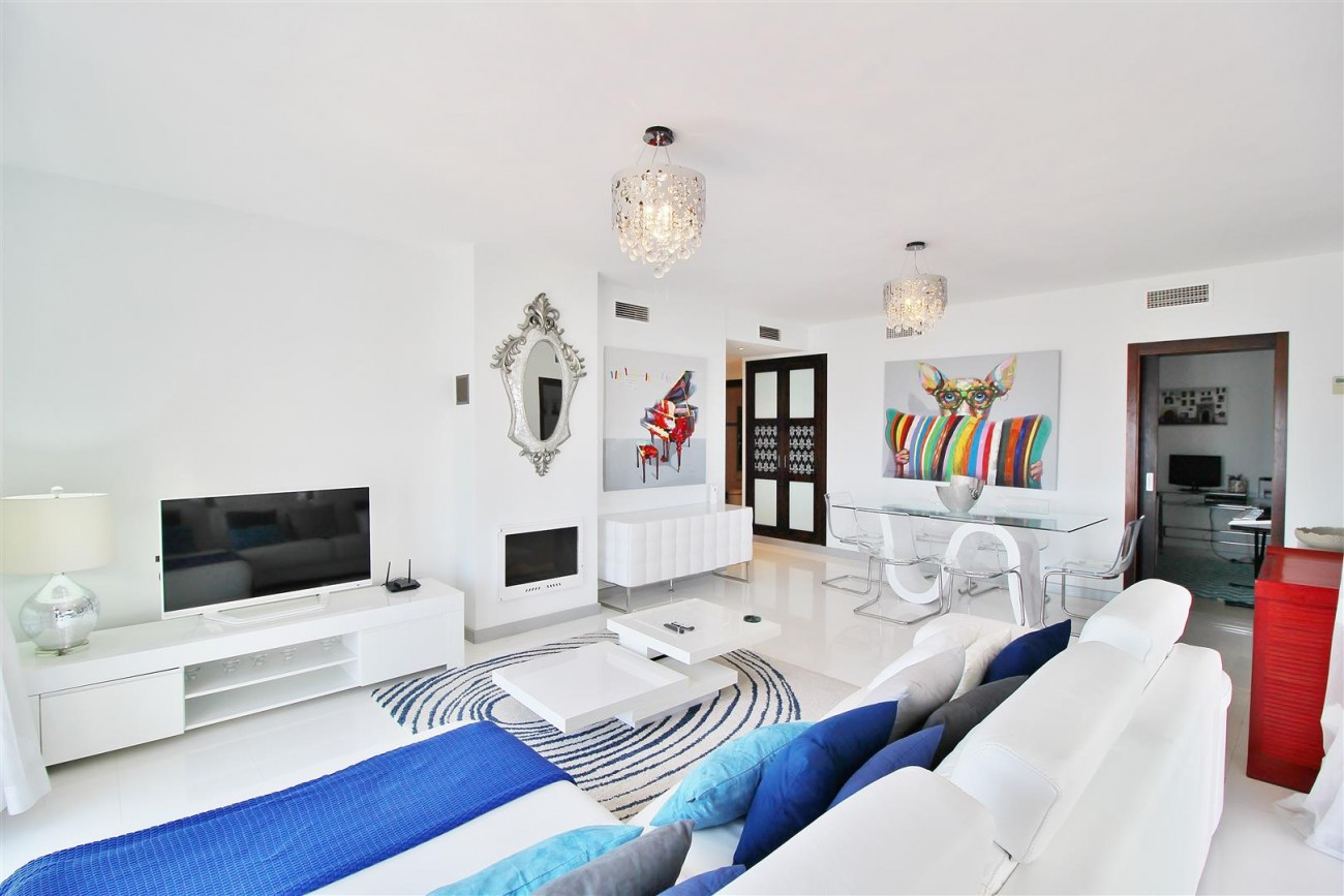 Luxury Modern Style Apartment for sale Puerto Banus Marbella Spain (7) (Large)
