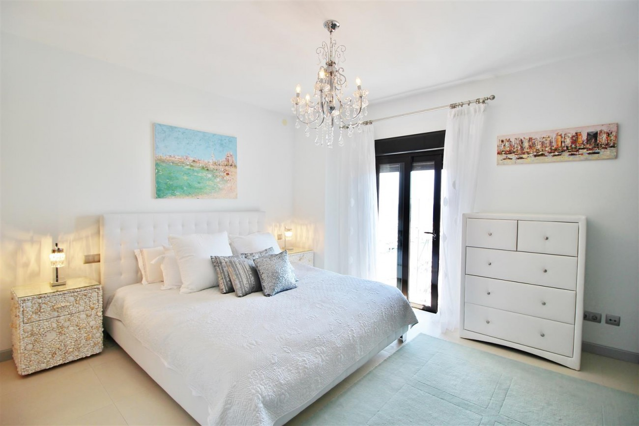 Luxury Modern Style Apartment for sale Puerto Banus Marbella Spain (13) (Large)