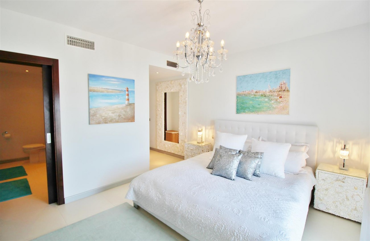 Luxury Modern Style Apartment for sale Puerto Banus Marbella Spain (15) (Large)
