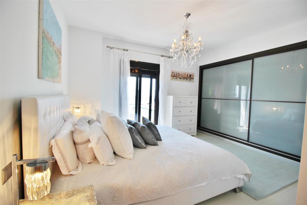 Luxury Modern Style Apartment for sale Puerto Banus Marbella Spain (17) (Large)
